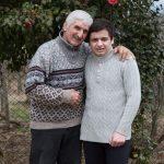 """""""ყველა ბავშვში ჩემს ვაკუნას ვხედავ"""" - 71 წლის ბაბუა ჩოხატაურიდან, რომელმაც ბევრის ცხოვრება შეცვალა"""